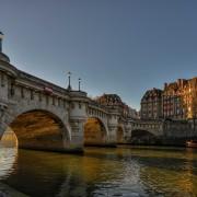 pont neuf parisian cliches