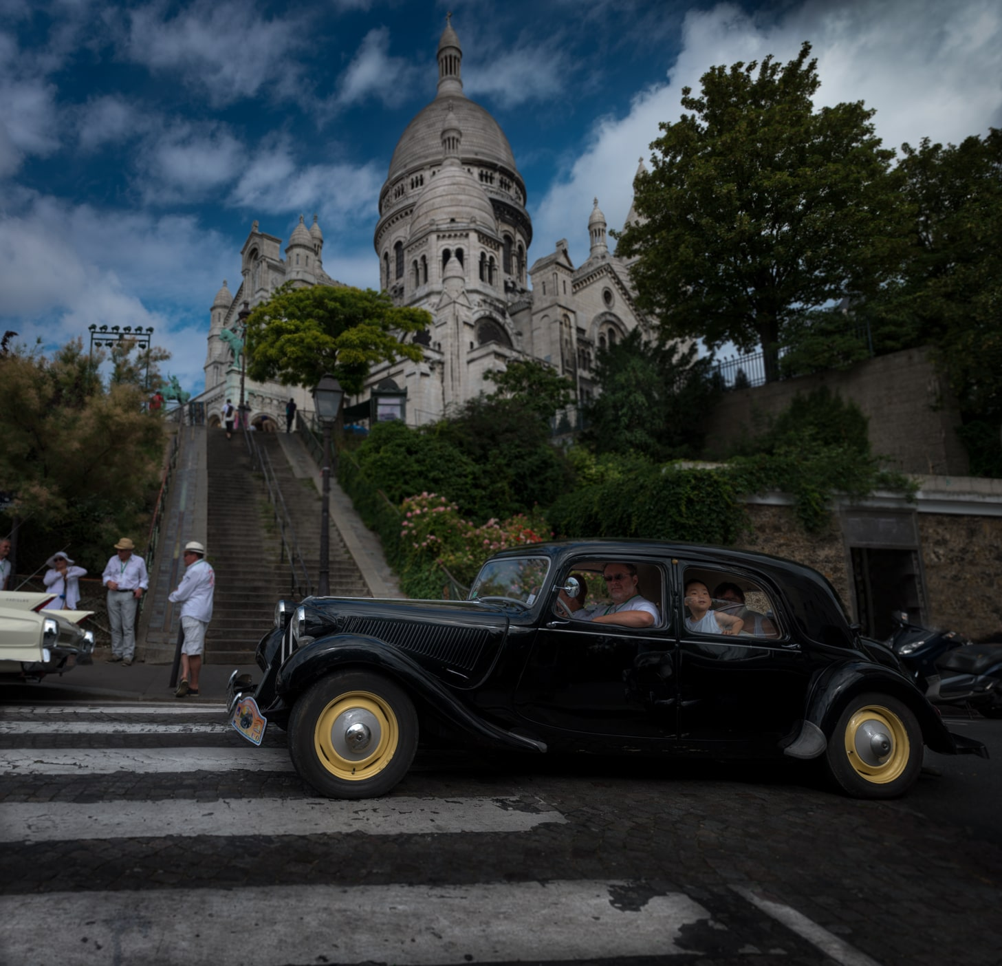 Vintage Vehicules Taking Over Paris !