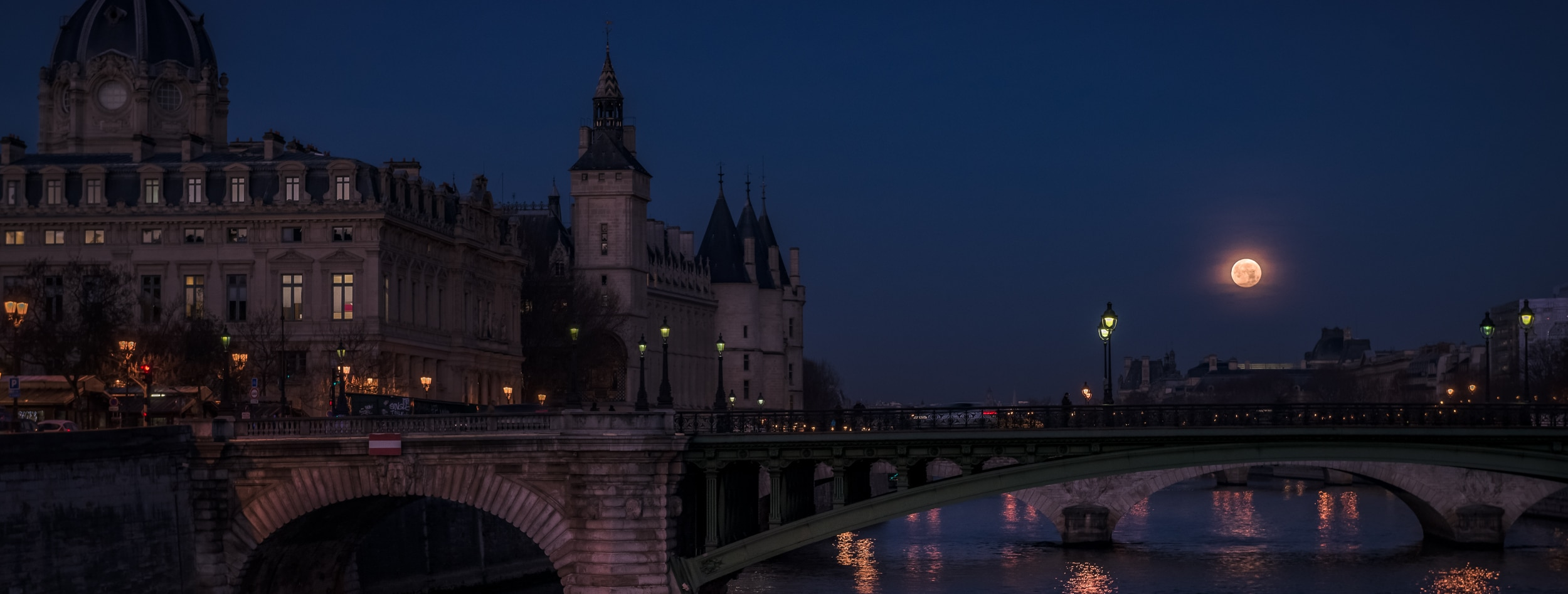 HOW TO SHOOT FULLMOON IN PARIS