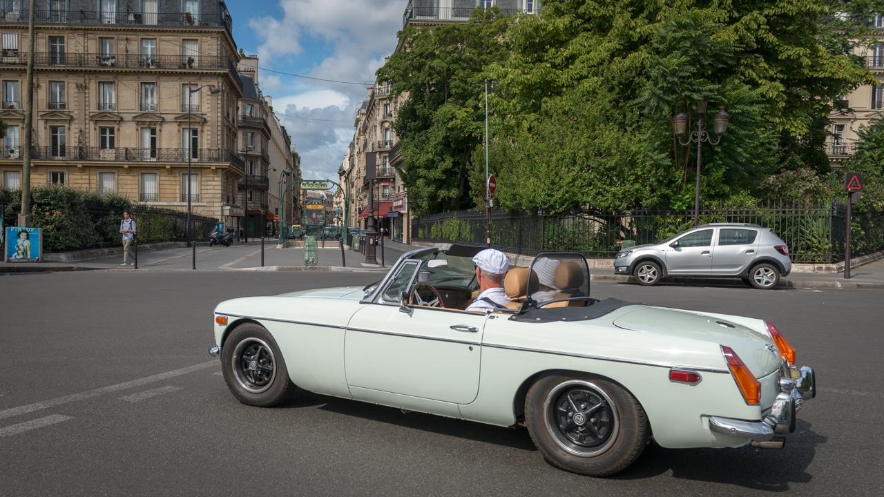 Classic cars crossing Paris - Traversée de Paris - Voitures anciennes